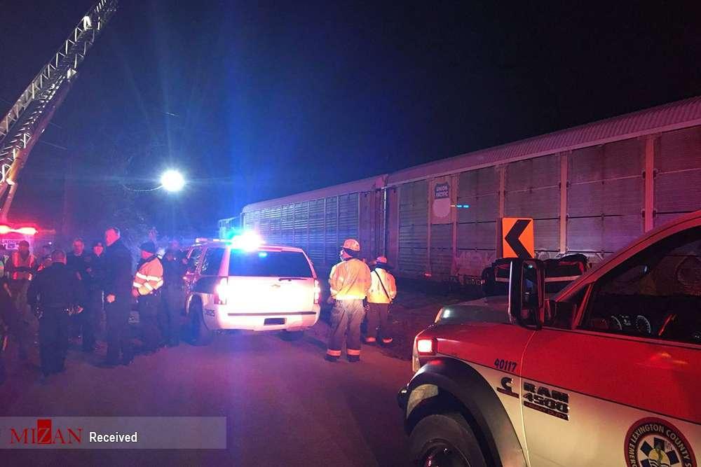 تصاویر برخورد دو قطار در آمریکا,عکس های برخورد قطار مسافربری با قطار باری,تصاویرتصادف قطار مسافربری در آمریکا