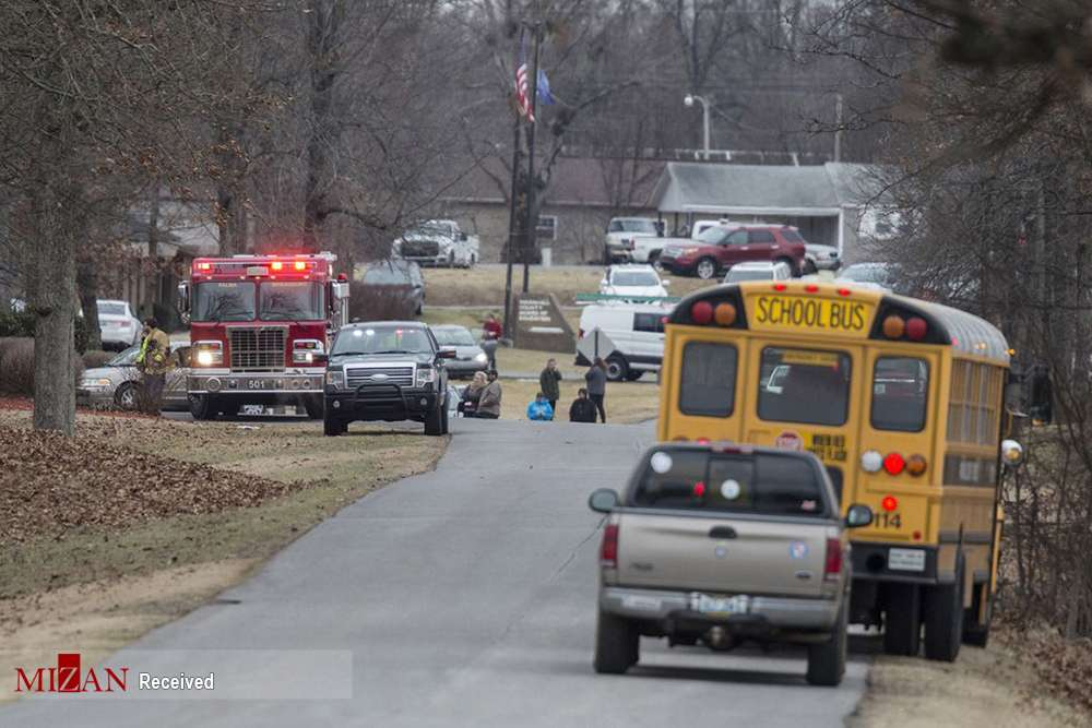 تصاویرتیراندازی دردبیرستان,عکس های تیراندازی دردبیرستانی در آمریکا,تصاویرتیراندازی در دبیرستانی درایالت کنتاکی