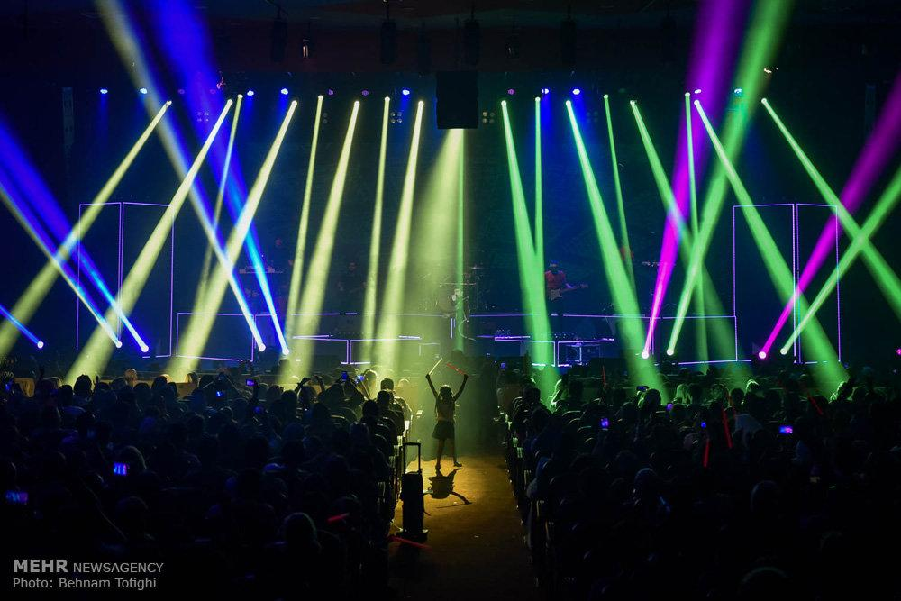 تصاویر کنسرت حمید هیراد,عکس های کنسرت حمید هیراد در سالن میلاد,تصاویرکنسرت موسیقی حمید هیراد