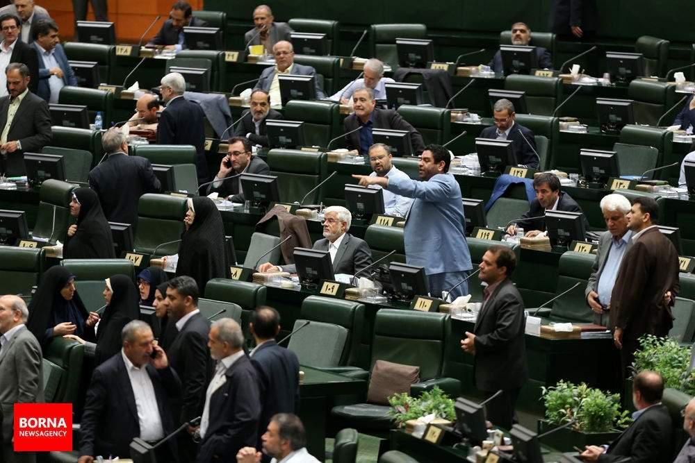 تصاویر استیضاح علی ربیعی,عکس های حاشیههای مجلس در روز استیضاح علی ربیعی,تصاویر استیضاح وزیر تعاون کار و رفاه اجتماعی