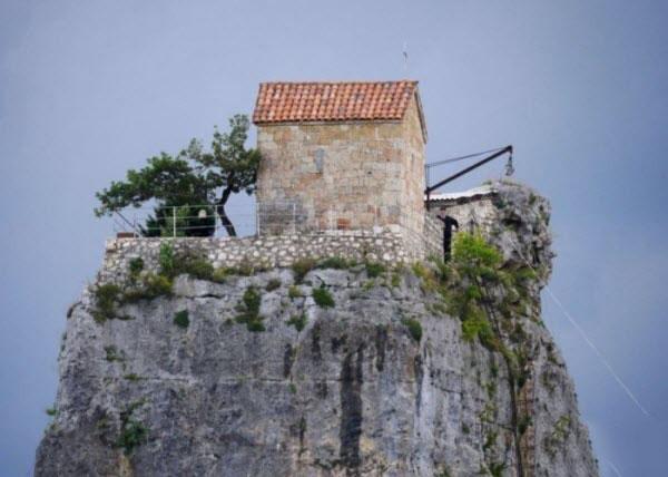 تصاویردنج ترین خانه های دنیا،عکس های دیدنی خانه های صخره ای,تصاویر خانه های صخره ای970203