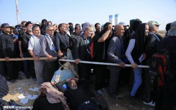 تصاویر گرفتن دینار در مرز مهران, عکسهای حمعیت مردم در مرز مهران,تصاویر زائران برای گرفتن دینار