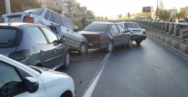 مشکوک بودن سُر خوردن سریالی خودروها در جاده نوشهر!