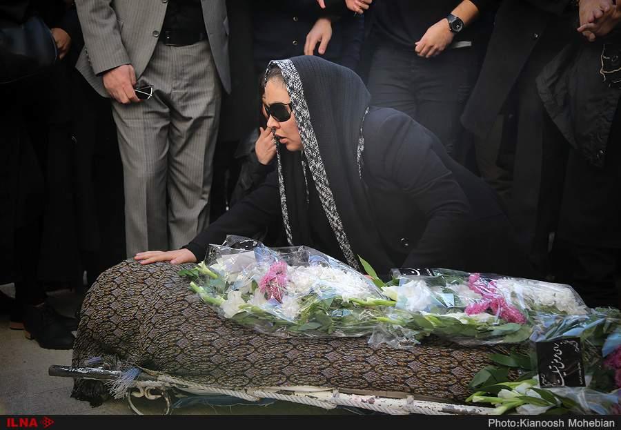 تصاویر زیبا بروفه در مراسم تشییع همسرش,عکسهای مراسم تشییع پیکر همسرش پیام صابری,عکس های زیبا بروفه در مراسم درگذشت همسرش