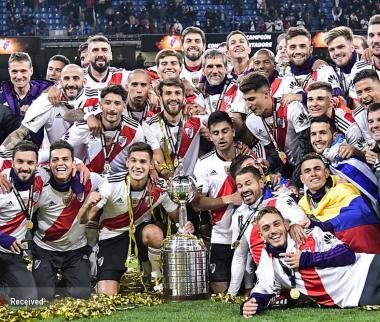 عکس بازی ریورپلاته و بوکاجونیورز,تصاویربازی ریورپلاته و بوکاجونیورز,عکس تیمهای ریورپلاته و بوکاجونیورز