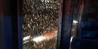 حمله با سنگ به اتوبوس تیم پرسپولیس در اصفهان,اخبار فوتبال,خبرهای فوتبال,لیگ برتر و جام حذفی