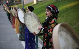 تصاویر جشنواره شکرگزاری انار در تهران,عکسهای جشنواره شکرگزاری انار,تصاویر جشنواره انار اورامانات کرمانشاه
