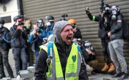 تصاویر خشونت پلیس فرانسه در برخورد با معترضان,تصاویر سرکوب اعتراضات جلیقه زرد ها,تصاویراعتراضات جلیقه زردها در فرانسه