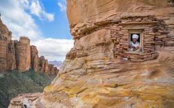 تصاویر کلیساهای باستانی در دل کوه,عکس های کلیساهای قدیمی,عکس های کلیساهای باستانی در مکان خاص