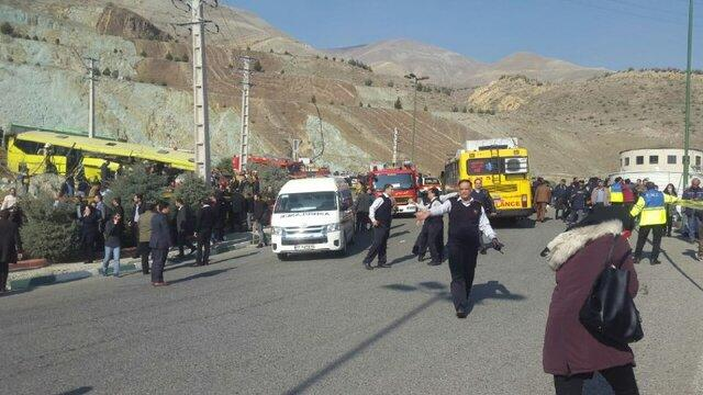 ۳۵ کشته وزخمی بر اثر واژگونی اتوبوس در محوطه دانشگاه آزاد علوم تحقیقات تهران /تصاویر