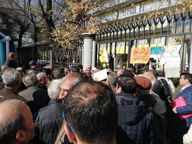 تجمع تعدادی از اعضای تعاونی مسکن ایثار وزارت کشاورزی مقابل وزارت کار