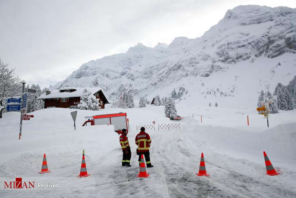 تصاویر بهمن در سوئیس,عکس های وقوع بهمن در سوئیس,عکس های هتلی زیر بهمن در سوئیس