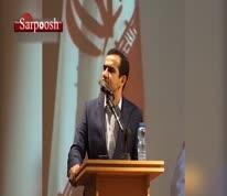 فیلم/ پاره کردن متن سخنرانی توسط استاد دانشگاه تهران در اعتراض به تبعیضها