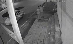 ویدئو/ لحظه سقوط خودرو پراید در حفره به وجود آمده در خیابان ولیعصر پلدختر لرستان