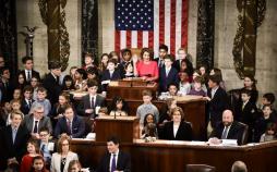 تصاویر جشن پیروزی زنان راه یافته به مجلس نمایندگان آمریکا,عکس های سوگند خودرن نمایندگان مجلس نمایندگان آمریکا,عکس نانسی پلوسی در جلسه مجلس نمایندگان آمریکا