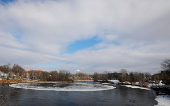 عکس سفینه فضایی روی رودخانه یخزده,تصاویرسفینه فضایی روی رودخانه یخزده,عکس سفینه فضایی روی رودخانه یخزده درایالت مین آمریکا