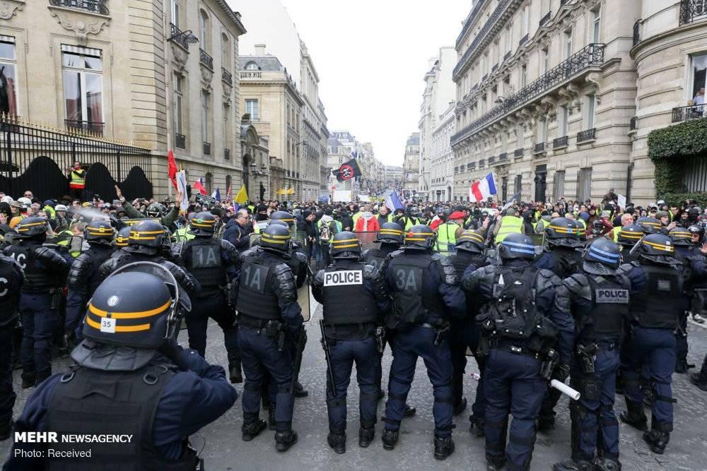 عکس اعتراضات در فرانسه,تصاویراعتراضات در فرانسه,عکس درگیری پلیس و معترضان در فرانسه