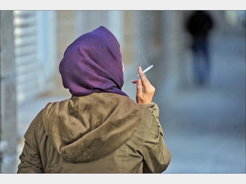 سیرصعودی رفتار «سیگار» کشیدن دختران نوجوان نسبت به پسران