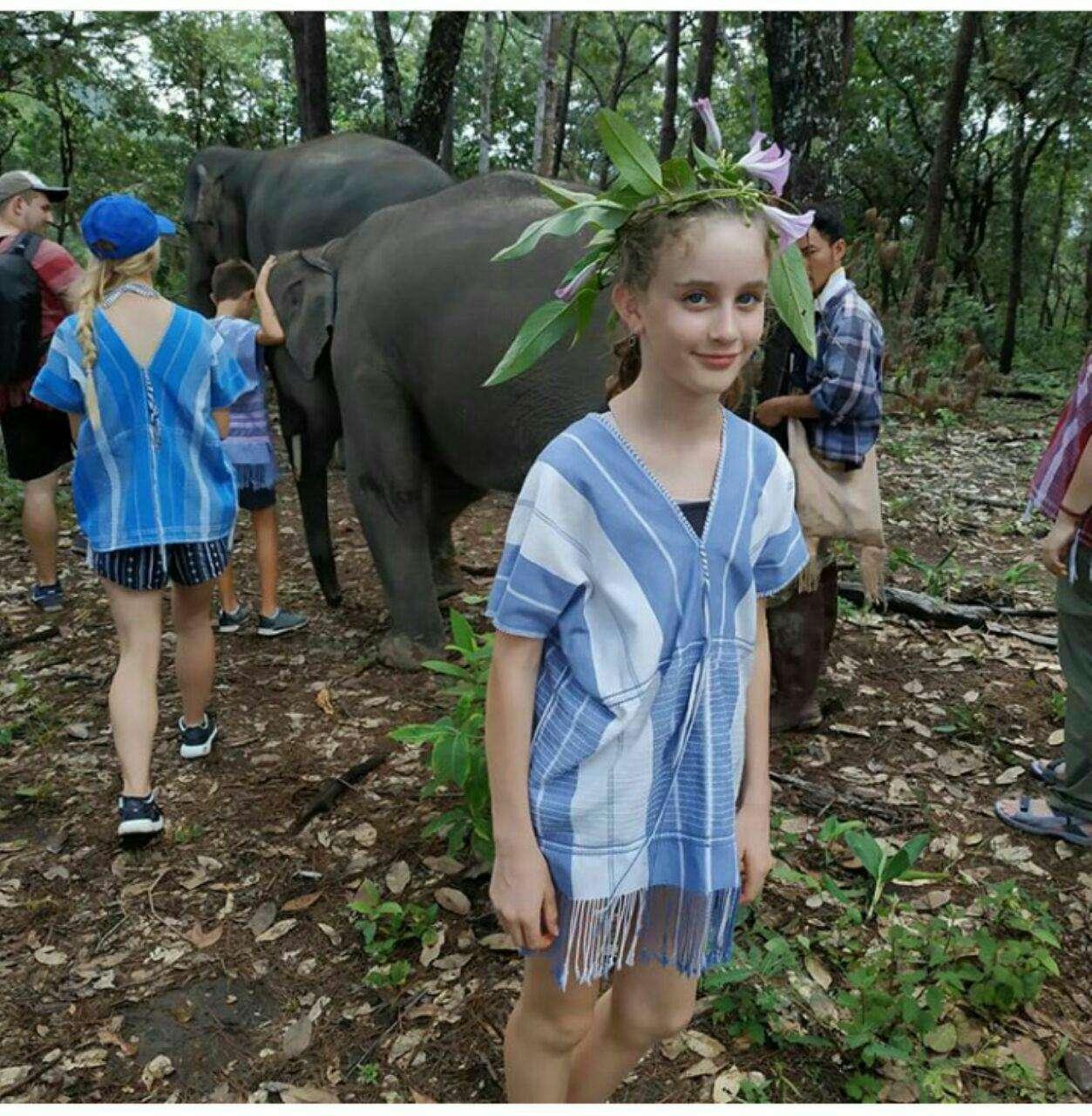 97 12 c33 563 - زندگی مشترک خانواده ای با فیل ها