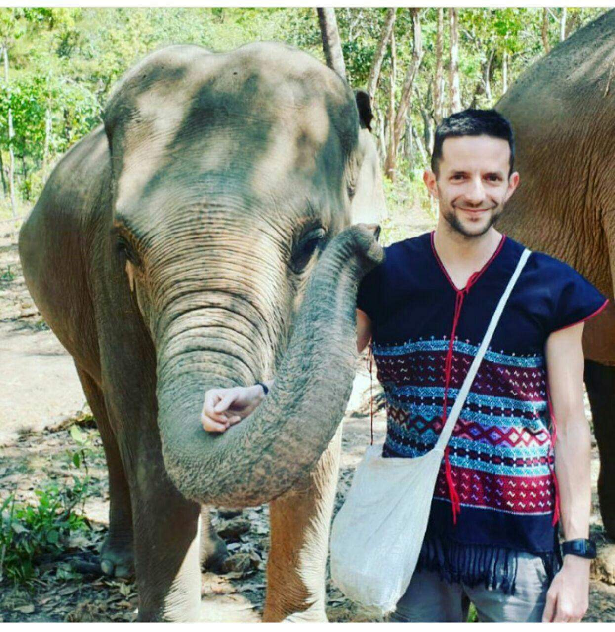 97 12 c33 566 - زندگی مشترک خانواده ای با فیل ها