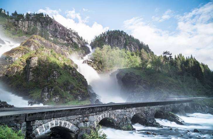 97 12 c35 684 - عجیبترین پلهای دنیا
