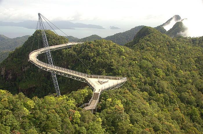 97 12 c35 689 - عجیبترین پلهای دنیا