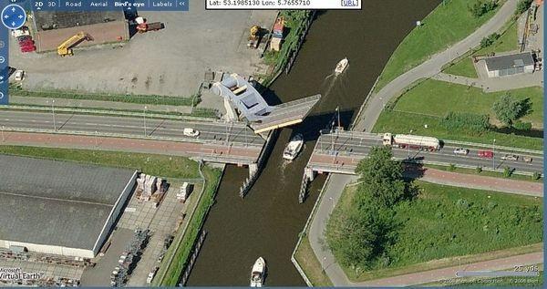 97 12 c35 696 - عجیبترین پلهای دنیا