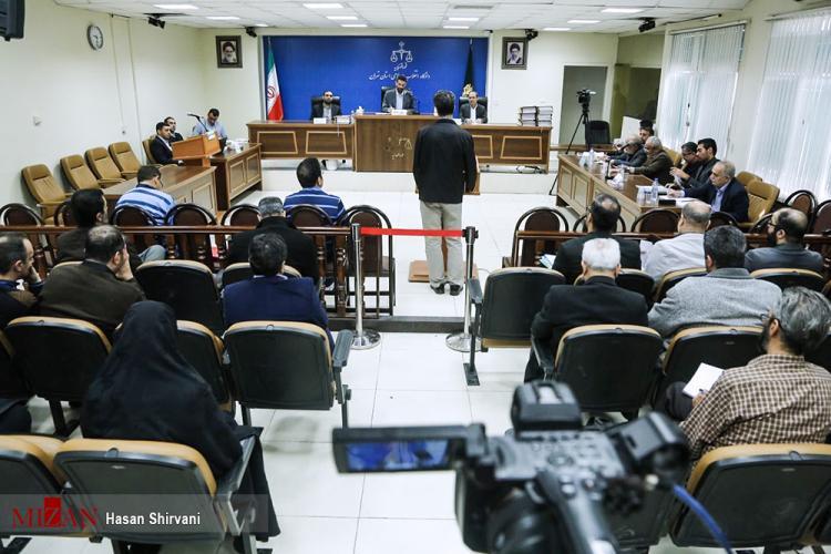 گزارش تصویری دادگاه هدایتی,دادگاه حسین هدایتی عکس,تصاویر حسین هدایتی در دادگاه,تصاویر چهارمین جلسه رسیدگی به اتهامات حسین هدایتی