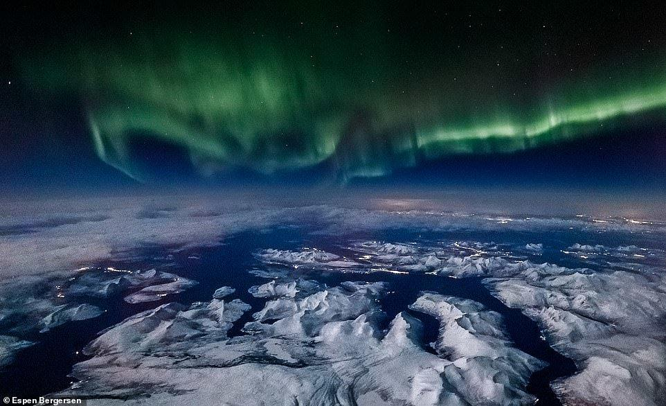 تصاویر شفقهای قطبی,تصاویر دیدنی از پنجره هواپیما,عکس های دیدنی از آسمان