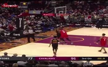 ویدئو/ بزن بزن در لیگ NBA زمین بسکتبال تبدیل به رینگ بوکس شد!