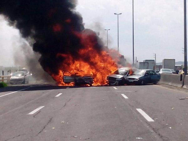 تصادف شدید در اتوبان تهران - ساوه/ ۶ کشته و ۴ زخمی /تصاویر