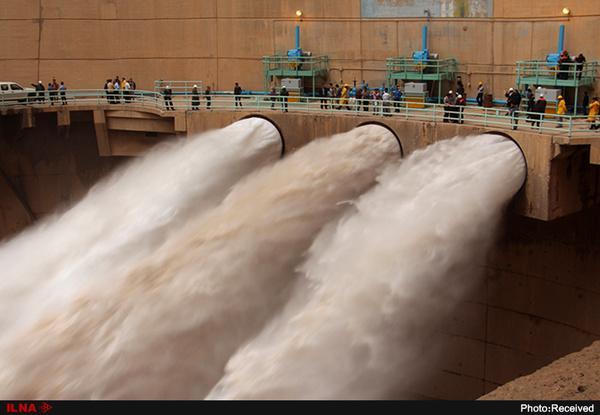 سد کرخه چهار سیلاب پیاپی را کنترل کرده است/ امکان فرار آب از سد وجود ندارد