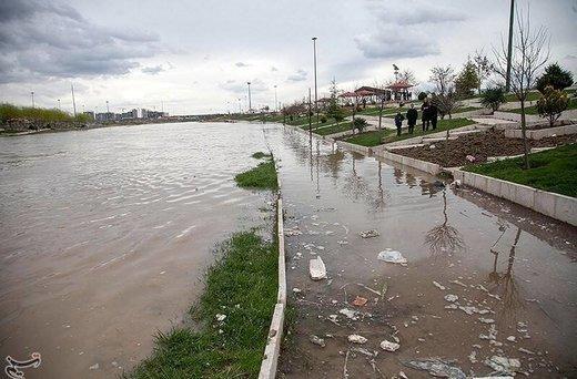 استاندار اصفهان: پل تخریب شده را ۱۲ ساعته ساختیم/ تلفات جانی از سیل نداشتیم