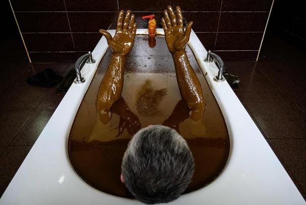 حمام در وان نفت,اخبار جالب,خبرهای جالب,خواندنی ها و دیدنی ها