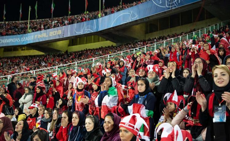 تصاویر بانوان در ورزشگاه های فوتبال,عکس های گریه کردن برای آزادی فروغ علایی,تصاویر بانوان طرفدار فوتبال
