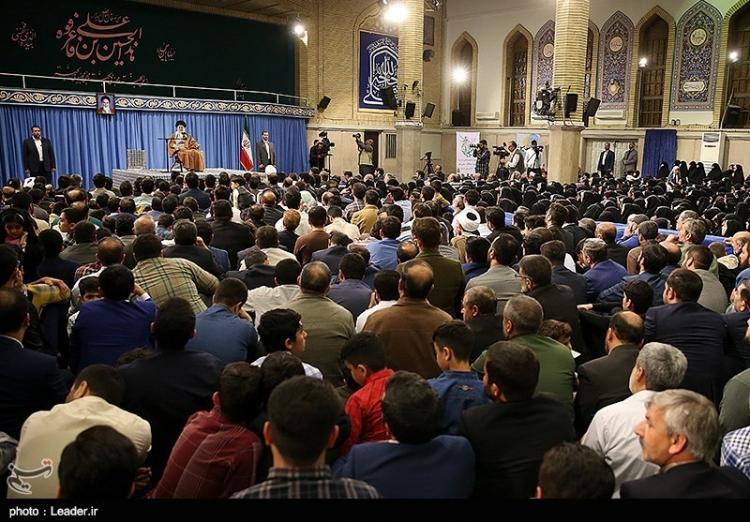 تصاویر دیدار جمعی از پاسداران و خانوادههای آنان با رهبر معظم انقلاب,عکس های دیدار رهبر انقلاب با پاسداران,تصاویری از دیدار آیت الله خامنه ای با پاسداران