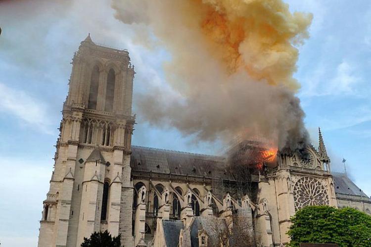 تصاویر کلیسا نوتردام,عکس های کلیسا نوتردام پس از آتش سوزی,عکس های آتش گرفتن کلیسای نوتردام