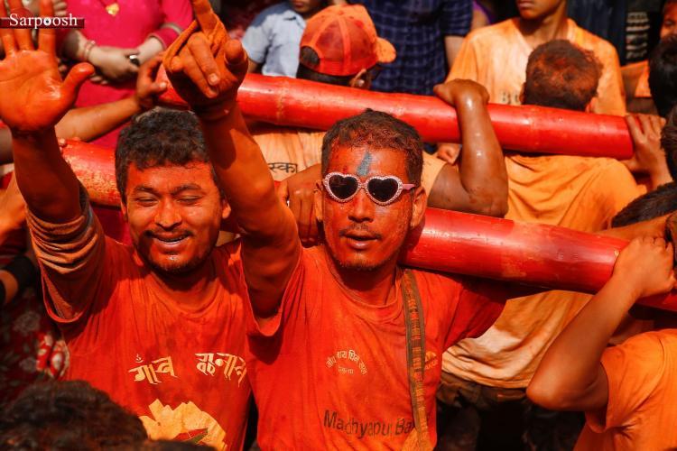 تصاویر فستیوال رخ رنگ سیندور جاترا,عکس های فستیوال رخ رنگ سیندور جاترا در نپال,تصاویر فستیوال های نپال