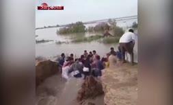 ویدئو/ سیل بند انسانی در خوزستان