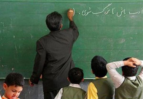 حقوق معلمان شاغل و بازنشسته زیر خط فقر است/ دولت بدهی خود به فرهنگیان را پرداخت نمیکند