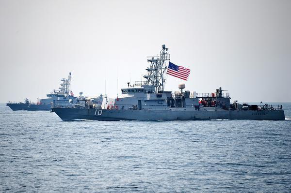 ناو آمریکایی در خلیج فارس,اخبار سیاسی,خبرهای سیاسی,دفاع و امنیت