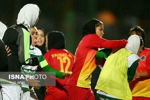 بزن بزن به سبک دختران فوتبالیست! / عکس