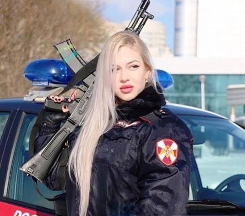 پلیس زیبای زن روسیه ای