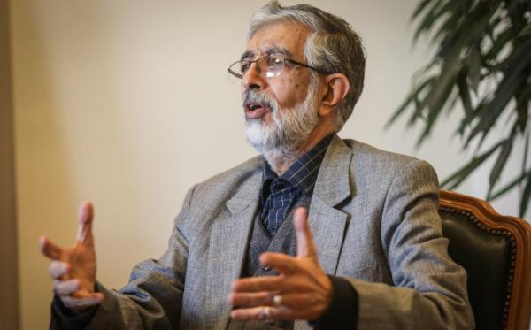 حداد عادل: مساله اصلی گرانی و بيكاری است نه شنیدن یا نشنیدن آواز یک خواننده