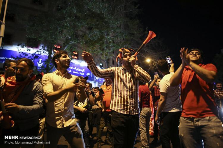 تصاویر شادی مردم تهران بعد از قهرمانی پرسپولیس,عکس های شادی مردم تهران بعد از قهرمانی پرسپولیس,تصاویر قهرمانی پرسپولیس
