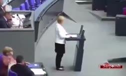 ویدئو/ برخورد رئیس مجلس آلمان با صدراعظم این کشور