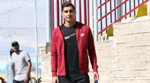 نادری: در جریان مذاکرات پرسپولیس با باشگاه بلژیکی نیستم/پژمان به استقلالیها: فعلاً قطر هستم، برگردم حرف میزنیم