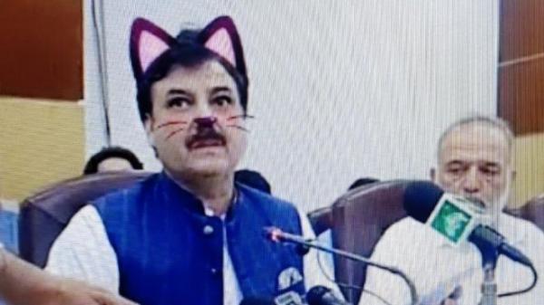 کنفرانس خبری یک وزیر پاکستانی با فیلتر گربه,اخبار سیاسی,خبرهای سیاسی,اخبار بین الملل