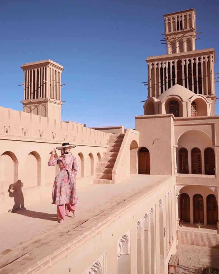 تصاویر آیدا محرموویچ,عکس های مدل زیباروی اروپایی در اماکن توریستی ایران,تصاویر اماکن دیدنی