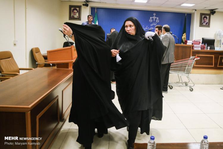 تصاویر دادگاه رسیدگی به پرونده شرکت کیمیا خودرو,عکس های متهمان پرونده شرکت کیمیا خودرو,تصاویری از متهمین پرونده شرکت کیمیا خودرو در دادگاه